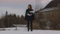 6x18 Zelena (Storybrooke) debout bras bébé Robin ferme neige