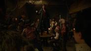 6x20 Killian Jones Capitaine Crochet Prince David Charmant Blanche-Neige dos pirates refrain chanson Revenge Is Gonna Be Mine table tour face