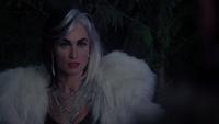 4x13 Royaume Enchantée Cruella d'Enfer nuit explications tête