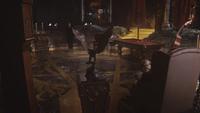 5x12 Cora arrivée repaire grotte souterraine garçonnière table de billard contrebasse servante pédicure fauteuil siège Hadès