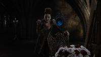 6x20 Méchante Reine Regina Miroir Magique chanson The Queen Sings mains gorge chaise