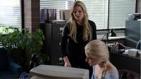 4x07 Emma Swan Elsa Reine des Neiges poste de police recherche sort bougie livre Belle traduction neutralisation pouvoirs Reines des Glaces