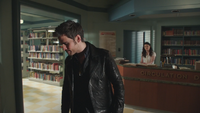 4x12 Killian Jones Capitaine Crochet Belle French Gold bibliothèque de Storybrooke désespoir