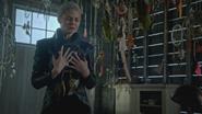 5x05 Emma Dark Swan Cygne Noir Ténébreux Ténébreuse attrape-rêves cœur poitrine pleurs larmes