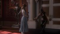 1x12 Belle Rumplestiltskin rose cadeau révérence