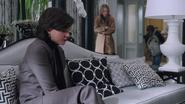 1x13 Henry Mills Regina Mills Kathryn Nolan canapé bureau du maire mairie de Storybrooke