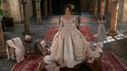 Shot 1x18 Regina Anprobe