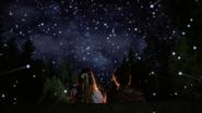 W108 Alice Cyrus étoiles filantes nuit extérieur