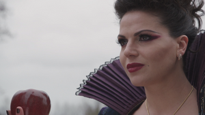1x21 pomme empoisonnée Méchante Reine Regina