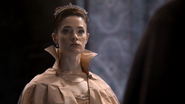 2x16 Reine Princesse Eva vexée insultée