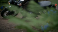 7x01 Henry Mills dérapage arrêt motocyclette