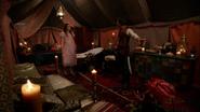 W1x08 Tente invisible cachette Cyrus Alice
