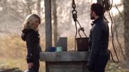 1x13 Puits à souhaits August Booth Emma Swan plaque lecture