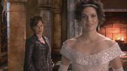 1x18 Cora Reine Regina jeune mariée fierté compliment
