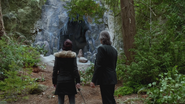 4x06 Belle French M. Gold entrée grotte gelée forêt de Storybrooke