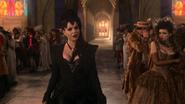 1x01 Reine Regina Méchante Reine arrivée mariage