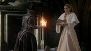 6x10 Regina Mills Méchante Reine boule de feu princesse Emma offre clé du Royaume