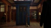 4x11 Manoir du Sorcier balai portail pièce principale M. Gold