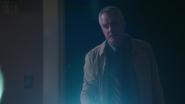 4x05 James Page lampe de poche retrouve Emma Swan jeune Lily Lilith Page père adoptif