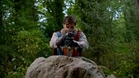 5x01 Roi Arthur Excalibur pierre rocher 2
