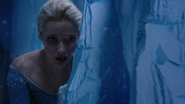4x02 Elsa Storybrooke mur de glace cachette