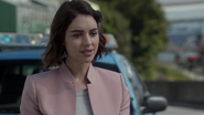 7x01 Ivy Belfrey voiture de police retrouvailles Hyperion Heights