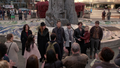 5x23 fontaine New York City applaudissements foule Henry Mills Violette Emma Swan Killian Jones capitaine Crochet Mary Margaret Blanchard David Nolan Zelena (Storybrooke) Regina Mills Dr Jekyll