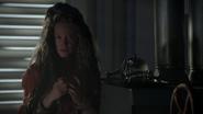 7x07 Eloise Gardener Dame Mère Gothel sorcière tasse théière plateau service à thé