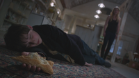 1x21 Henry Mills endormi chausson aux pommes empoisonnées Emma Swan loft Blanchard Charme du Sommeil