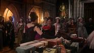 5x12 Méchante Reine Regina Cora présentation cadeaux présents anniversaire invités cour royale palais sombre salle du trône