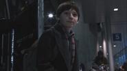 1x01 Henry Mills arrivée arrêt bus gare routière Boston