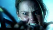 6x01 visions Emma Swan Sauveuse hargne combat épées figure encapuchonnée futur destin