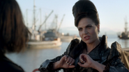 6x02 Reine Regina Sérum mains chanson déchirer héros
