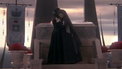 1x07 Méchante Reine Regina Blanche-Neige étreinte embrassade deuil mini