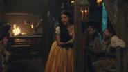 4x15 Ursula jeune humaine chanson Fathoms Below Dans les Profondeurs de l'Océan cheminée bar taverne restaurant