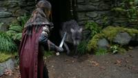 5x09 Merida Scarlett louve épée chaumière de la Sorcière pierres feuilles mousses