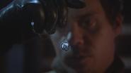 3x15 Neal Cassidy main collier porte-clés pendentif médaillon de cygne Emma Swan