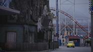 5x12 foire fête foraine parc d'attractions maison de l'horreur hantée fantômes squelettes têtes de mort montagnes russes roller coaster voiture jaune