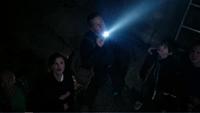 2x07 David Nolan Mère Supérieure Henry Mills nains lumière lampe torche mines découverte poussière de fée
