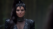3x02 Reine Regina robe Blanche-Neige Prince David Charmant