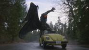 4x12 Chernabog attaque voiture jaune Emma Swan