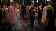 4x07 Helga Duc de Weselton Roi Harald dos bal fête salle de réception palais d'Arendelle présentations