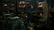 Shot 1x19 August Büro
