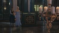 4x08 Anna Elsa couloir château d'Arendelle