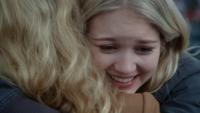 4x10 Emma Swan Ingrid Reine des Glaces câlin étreinte adoption