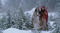 1x15 Blanche-Neige Scarlett Chaperon Rouge traque chasse loup-garou empreinte botte