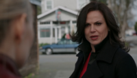 5x22 Emma Swan Regina Mills refus aide retrouver Henry arrière plan Café Mère-Grand