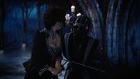 6x02 Reine Regina garde noir combat épée victoire