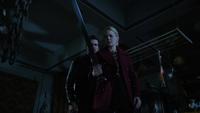 6x09 Killian Jones Emma Swan épée plan méchant à tuer boutique d'antiquités