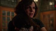 7x13 Regina inquiète Lucy bras
